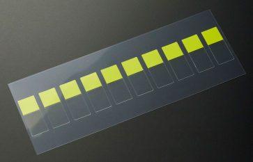 保護フィルムピックアップ用タブ付きテープの抜き加工